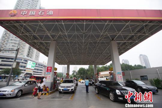 12日24时起国内汽、柴油价格每吨分别提高55元和50元