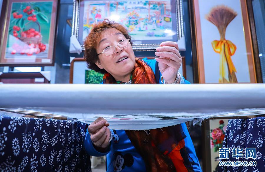 #(文化)(2)河北石家庄:刺绣艺人绣出8米长《清明上河图》