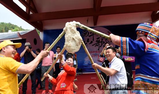 """西林""""三月三""""山歌节吸引八方宾朋"""
