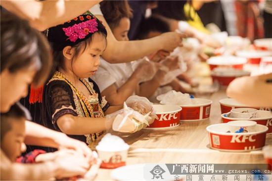 """广西民族文化主题餐厅举行""""广西尼�A呀""""体验活动"""