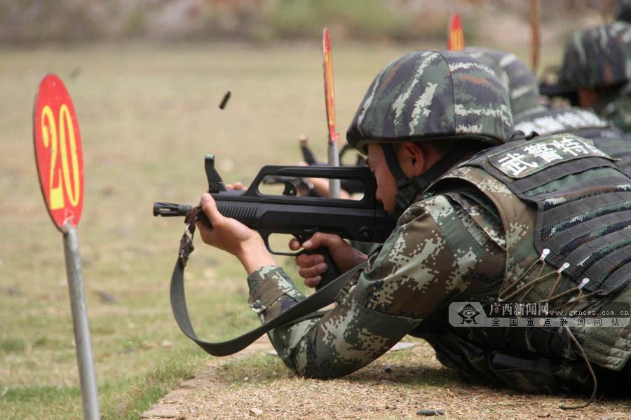 高清组图:走近武警部队侦察兵集训