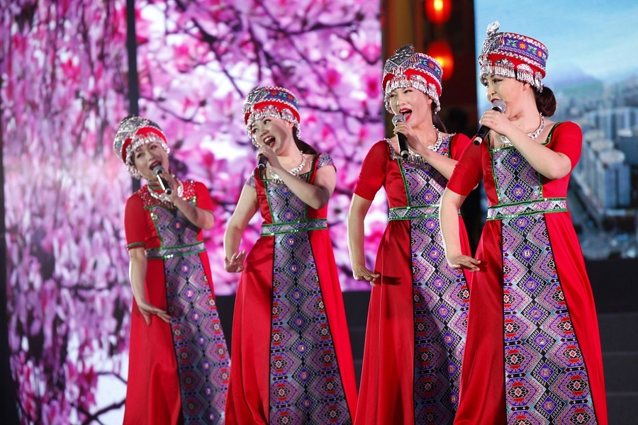 百名歌手齐聚柳州竞唱山歌 嗨翻刘三姐大舞台(图)
