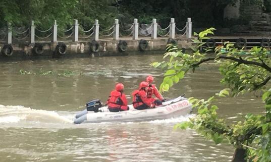 桂林龙舟侧翻事故:已致11人死亡6人失联