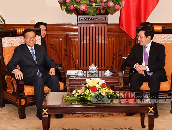 陈武在河内会见越南副总理兼外长范平明