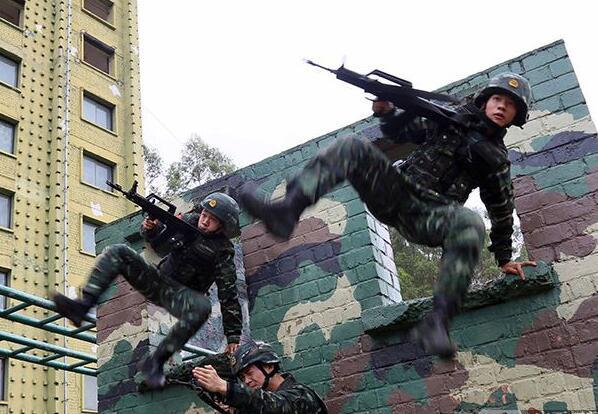 """实拍广西武警""""蓝军""""特战分队训练(图)"""