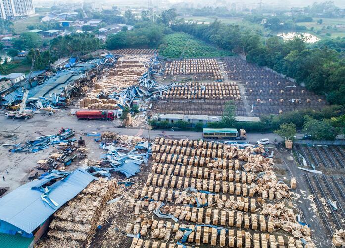 4月23日焦点图:柳州市柳北区沙塘镇遭龙卷风袭击