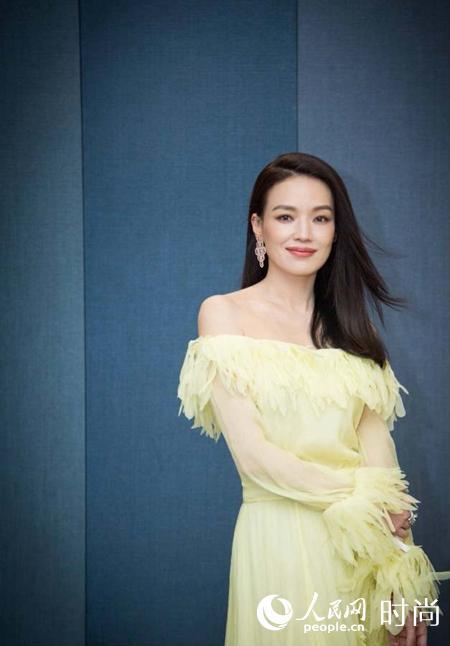 黄色电影zaosuo_舒淇身着黄色薄纱连衣裙现身北京电影节 小露香肩优雅迷人【2】