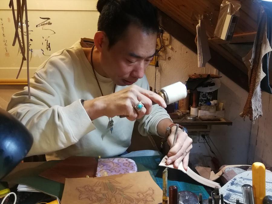 南宁皮雕手作人阿宜:每件作品都是一个生命(组图)