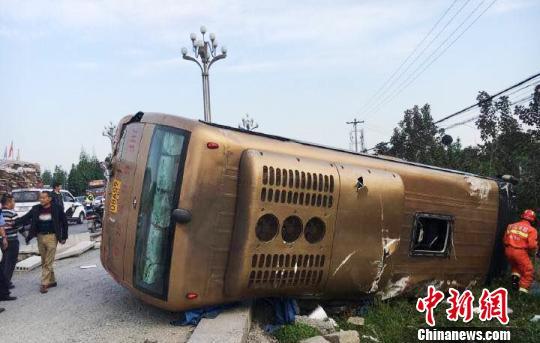 手机幸运飞艇开奖记录:四川一客车发生侧翻致9人受伤_原因进一步调查中