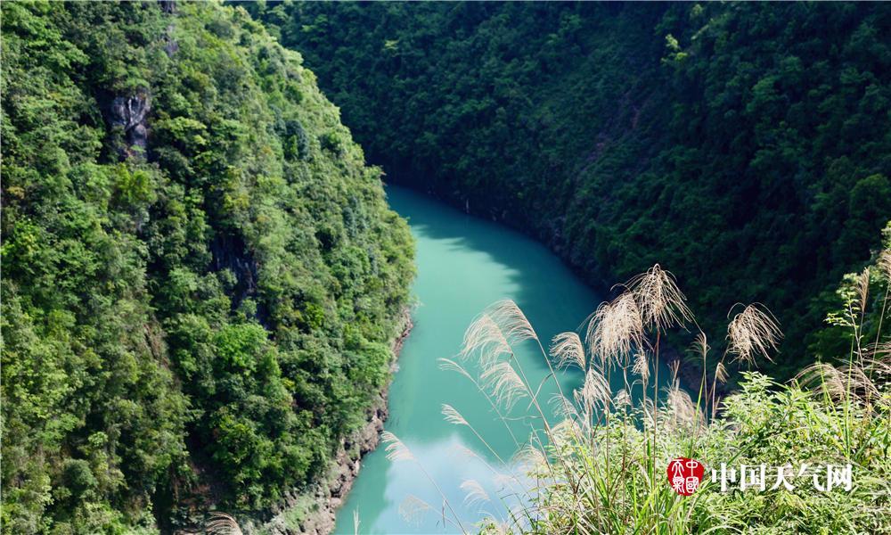 屏山峡谷位于湖北恩施的鹤峰县深处.这里青山绿水环绕,远离城市喧嚣.