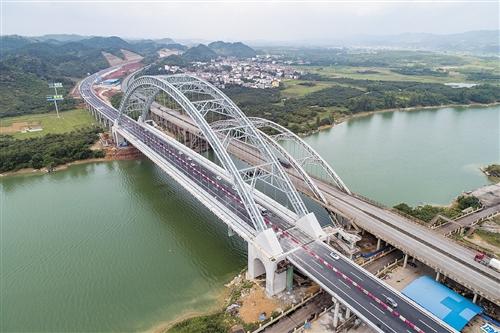 必发365乐趣网投网址:六景郁江特大桥建成通车_承担南宁柳州方向车流
