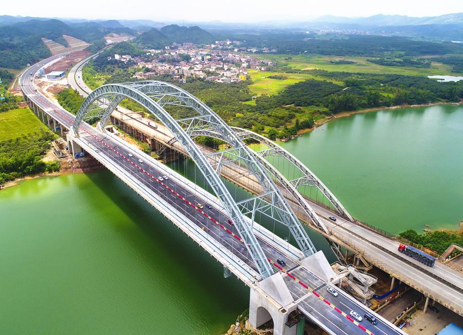 5月2日焦点图:六景郁江特大桥建成通车