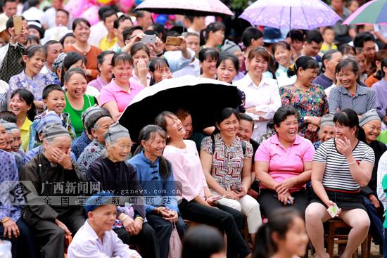 """凌云朝里""""吼敢""""歌圩文化节歌海如潮 群众欢唱山歌"""