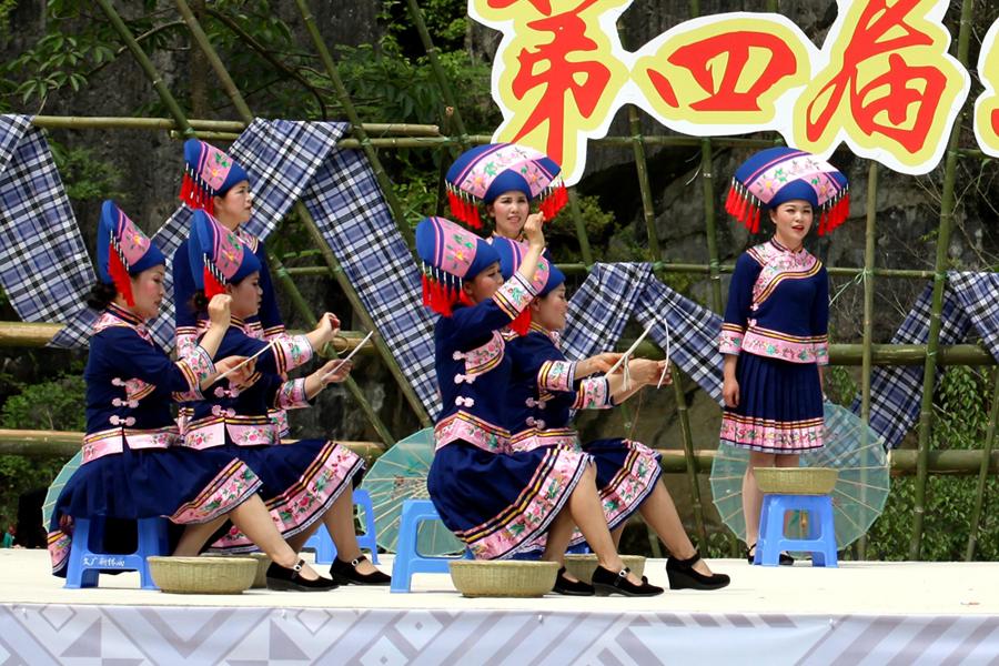 """新化卜隆古歌文化旅游节举行 宾朋同唱""""卜隆""""古歌"""