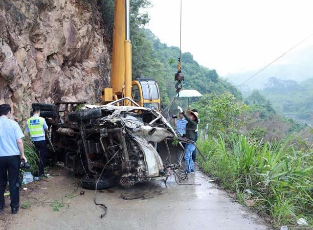 """梧州苍梧县""""5.3""""道路交通事故 已致6人遇难(图)"""