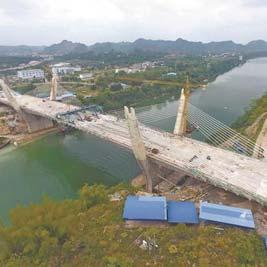 """一路""""重点项目崇左大桥主跨合龙   记者3日从中国铁建股份有限公司"""
