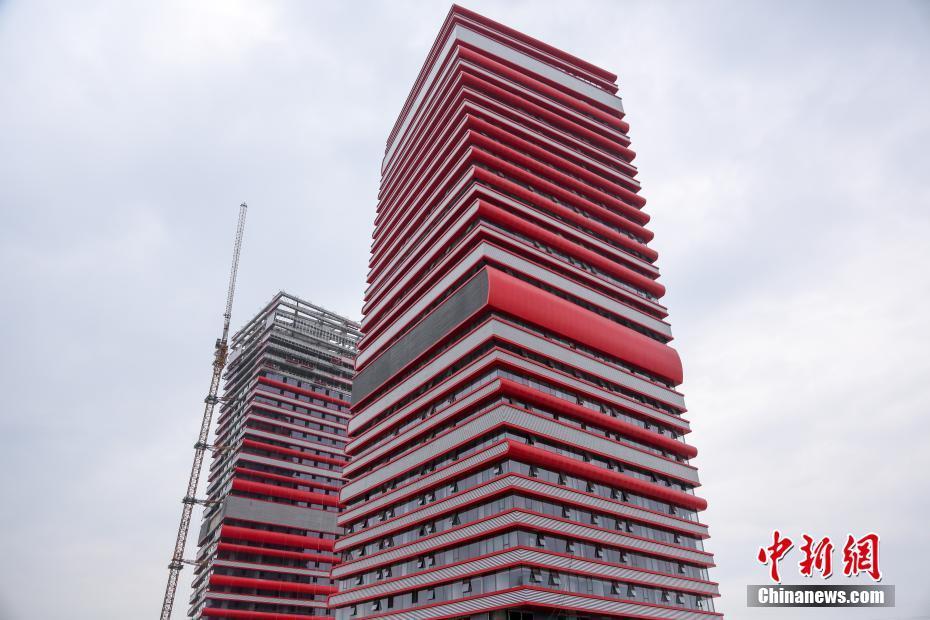 金沙娱乐官方下载:武汉两栋在建大楼外形奇特_酷似高耸书堆