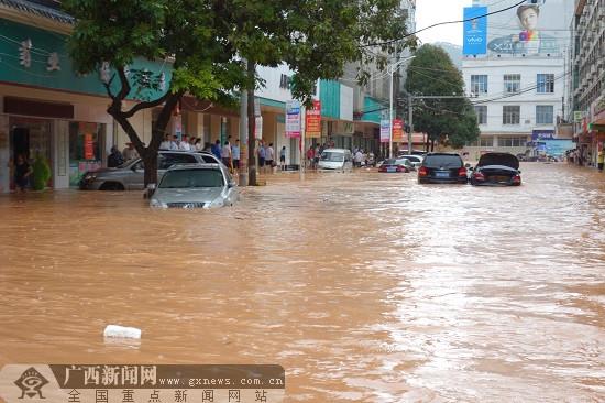 强降雨持续 玉林启动洪涝灾害IV级应急响应(组图)