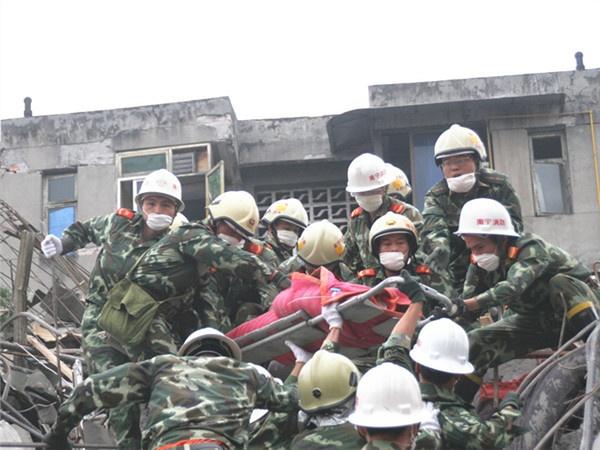 5月12日焦点图:汶川地震十周年 救援英雄诉衷肠