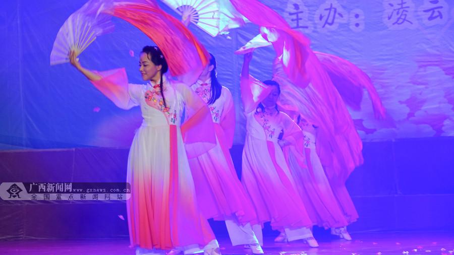 凌云举办护士节文艺晚会展示护士风采(组图)