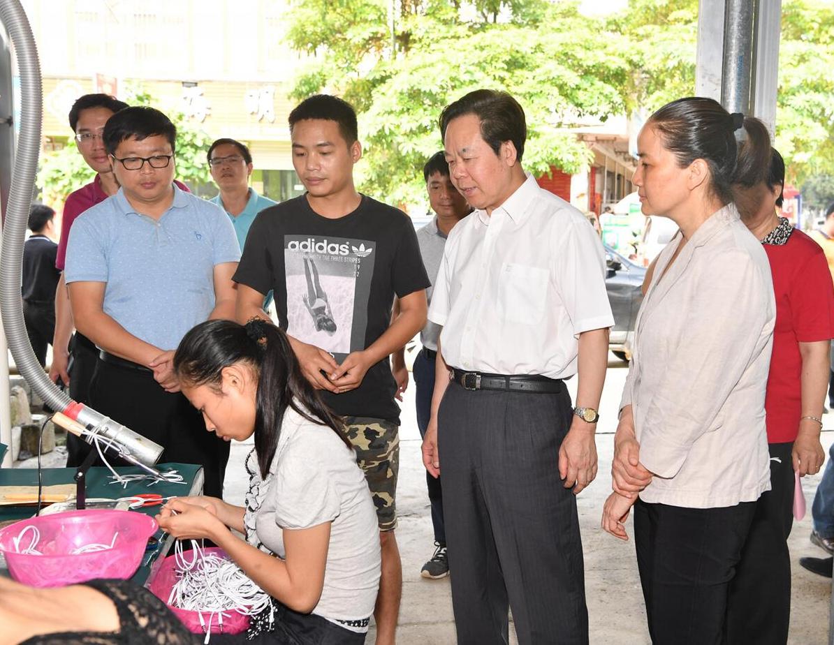 刘有明:加快扶贫产业发展 确保完成脱贫摘帽任务