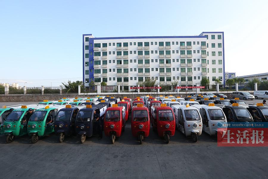 5月16日焦点图:南宁市快递电动三轮车挂牌上路