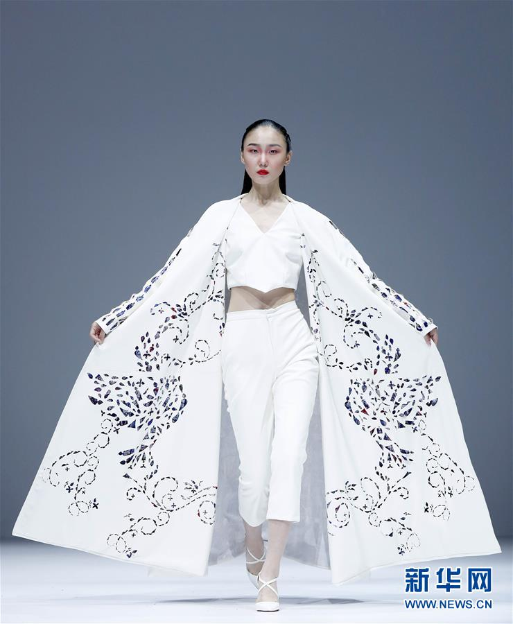 (文化)(1)大连工业大学、英国南安普顿大学在京举行时装发布会