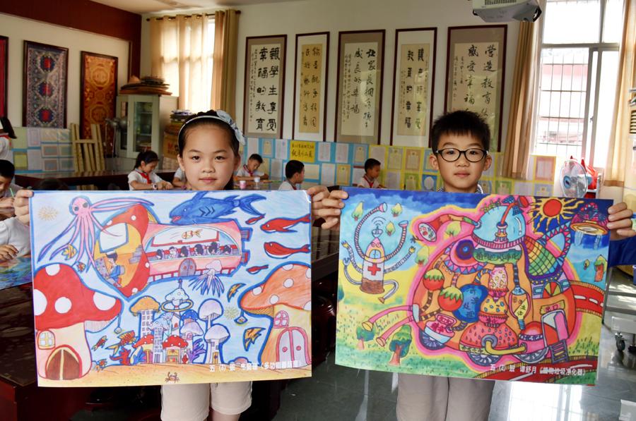 """保护母亲河争当""""河小青"""" 小学生创作主题儿童画"""