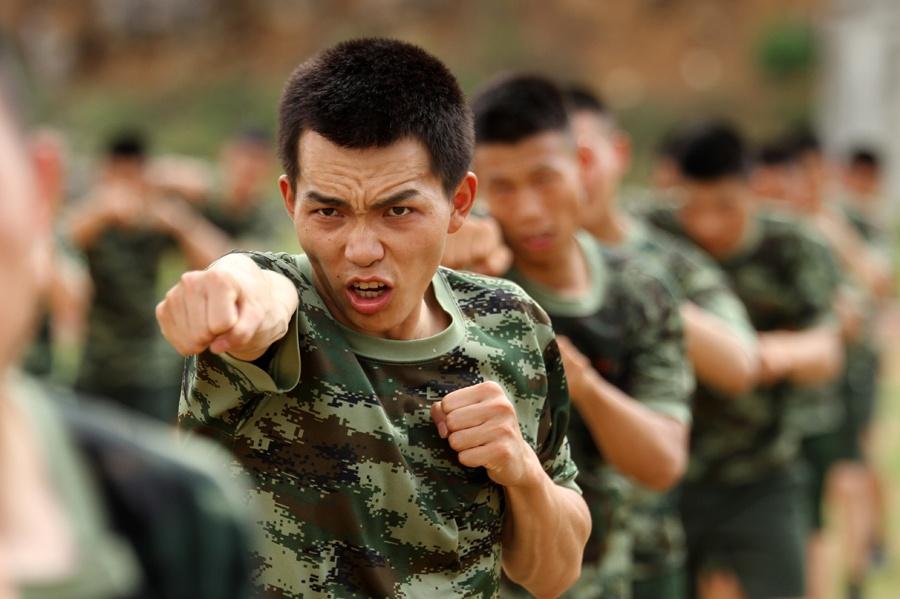 一招制敌 武警官兵开展实战化擒拿格斗训练(组图)