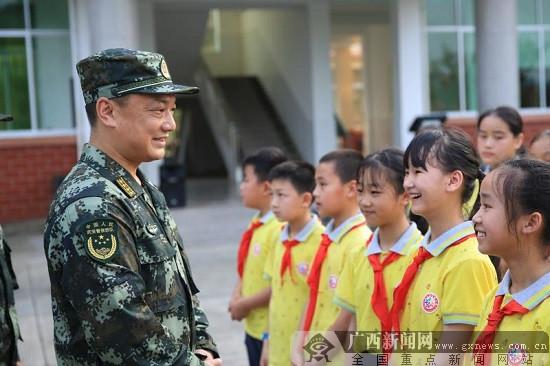 """""""小小兵""""走进绿军营 武警柳州支队开展主题活动"""