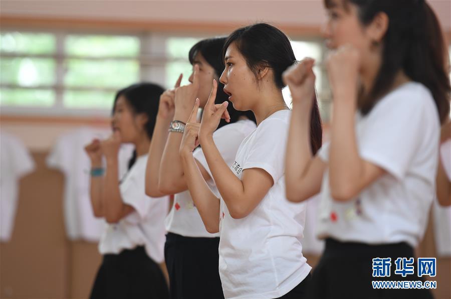 (社会)(3)中日学生手语友好交流活动在南京举行
