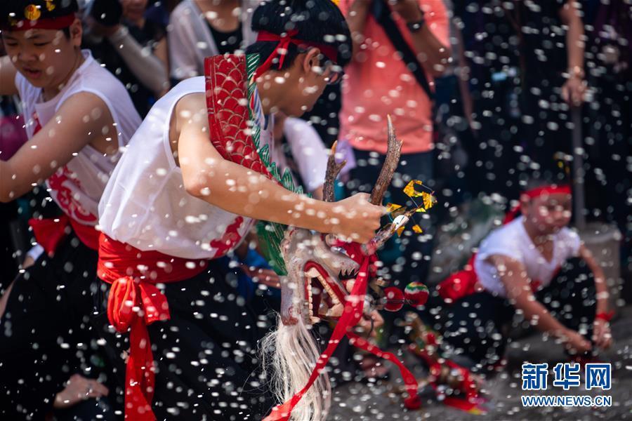 (XHDW)(3)澳门举办传统舞醉龙活动