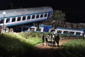 意大利发生火车与货车相撞事故致2人死亡