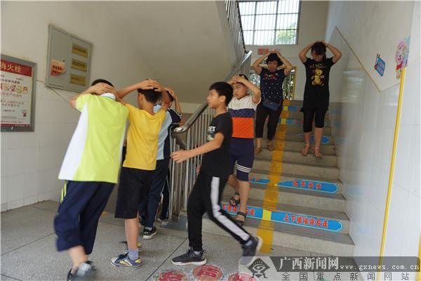 南宁市仙葫学校开展避震应急疏散演练