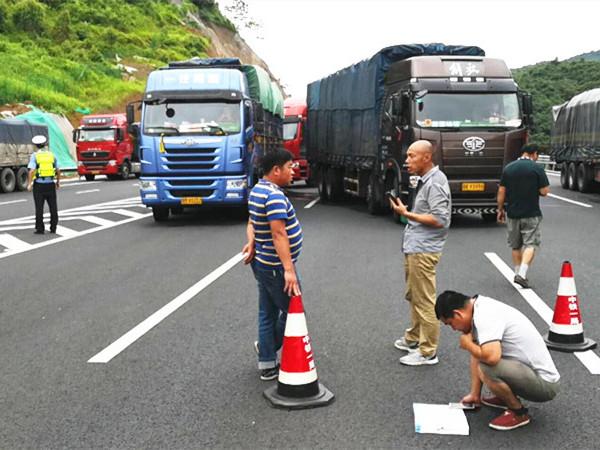 5月28日焦点图:桂柳高速大堵车 交通中断10多小时