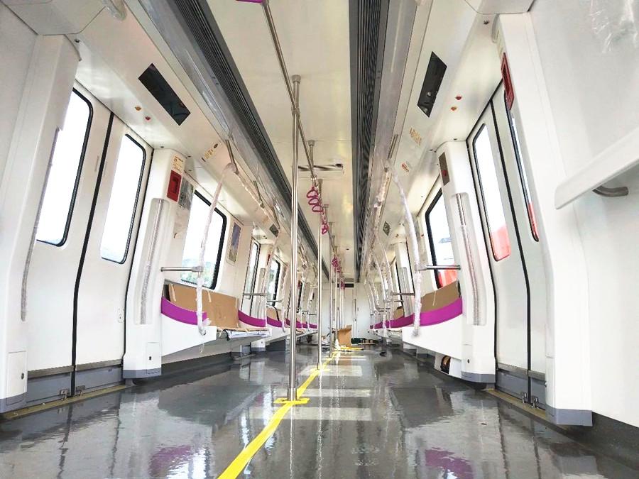 """5月29日焦点图:南宁地铁3号线列车亮相 """"锦绣紫""""亮眼"""
