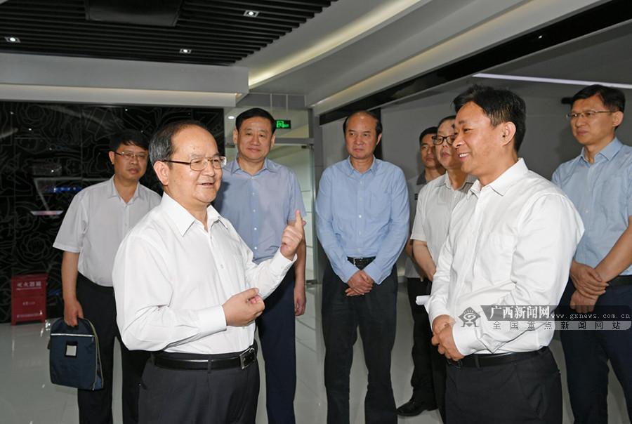 鹿心社:加快推进中国-东盟信息港建设