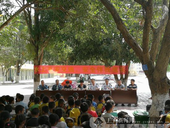 崇左海事处开展首期水上交通安全知识进校园活动