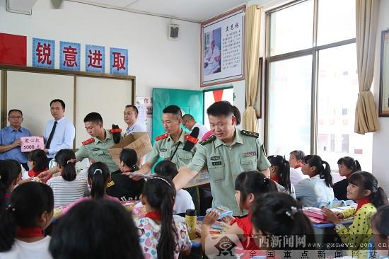 六一前夕 武警官兵携手爱心人士走进红瑶女童班