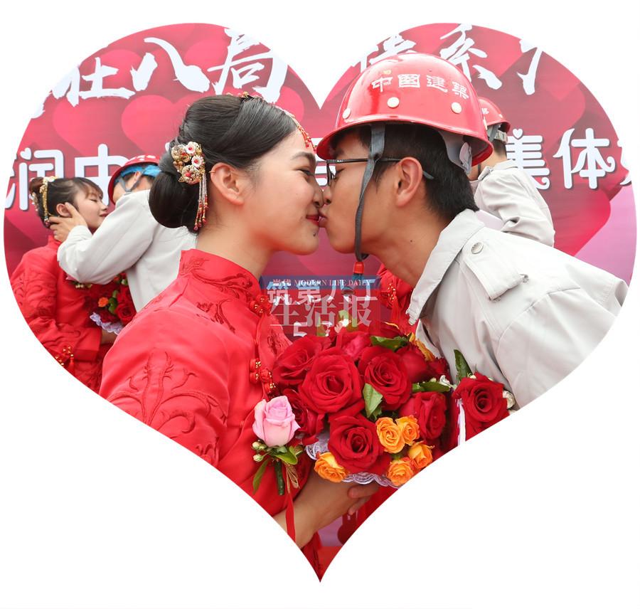 """5月31日焦点图:南宁12对新人上演""""摩天之恋"""""""