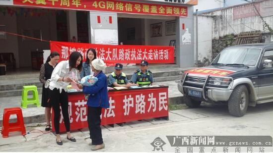 那坡路政执法大队开展形式多样路政宣传月活动