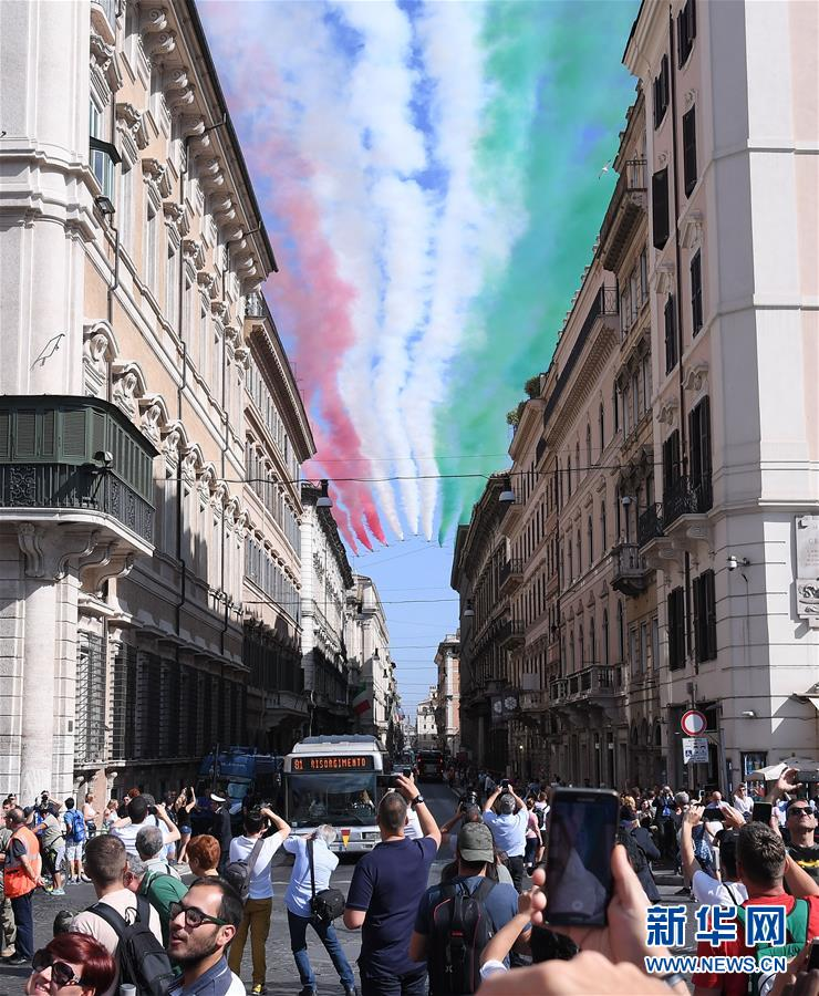 (国际)(5)意大利庆祝共和国日