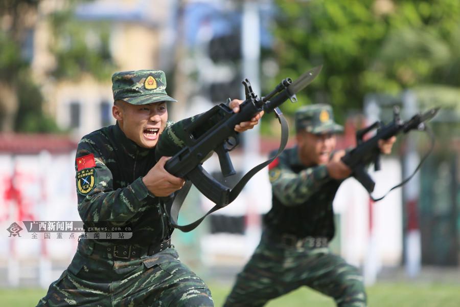高清:武警特战酷暑练兵 高温锻造反恐利刃