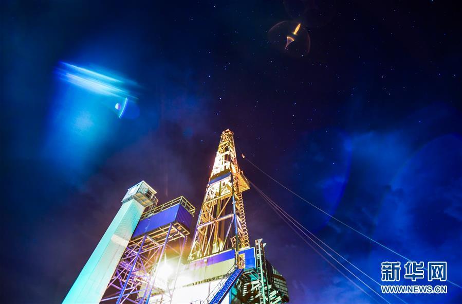 """(科技)(5)我国超级钻机""""地壳一号""""创亚洲国家大陆科学钻井新纪录"""