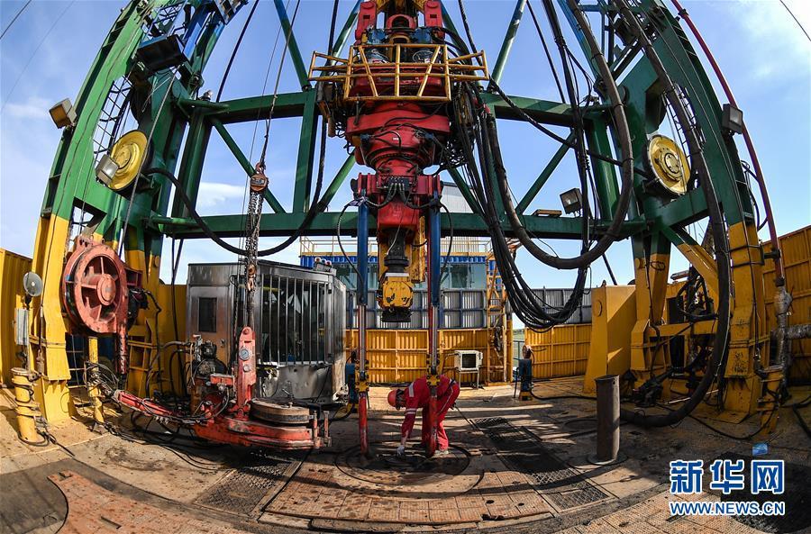 """(科技)(3)我国超级钻机""""地壳一号""""创亚洲国家大陆科学钻井新纪录"""