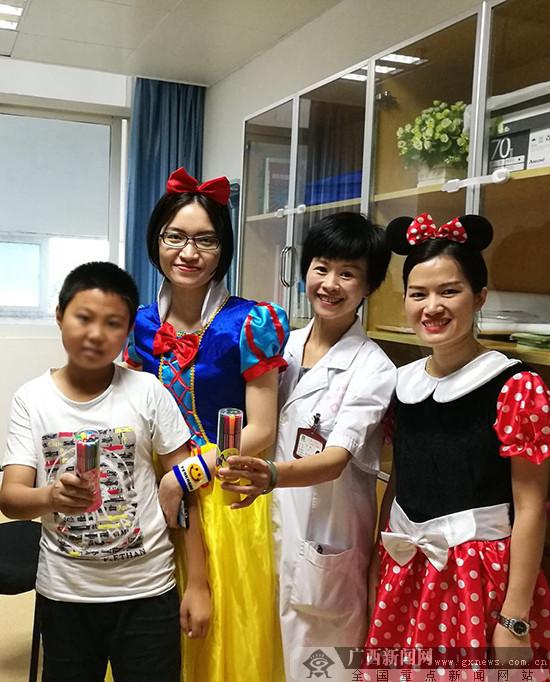 """广西壮族自治区江滨医院儿科病房里童话般的""""六一"""""""
