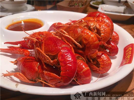 南宁新晋网红小龙虾店 巴掌大的油焖大虾尝过吗?