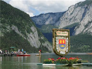 奥地利水仙花节举行巡游活动