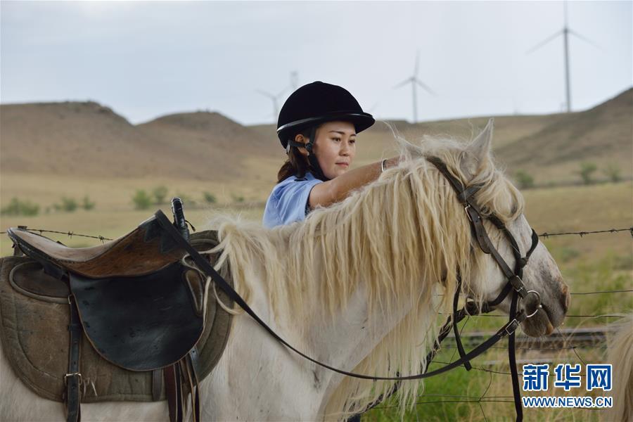 (社会)(5)草原骑警队:铁路沿线守卫者