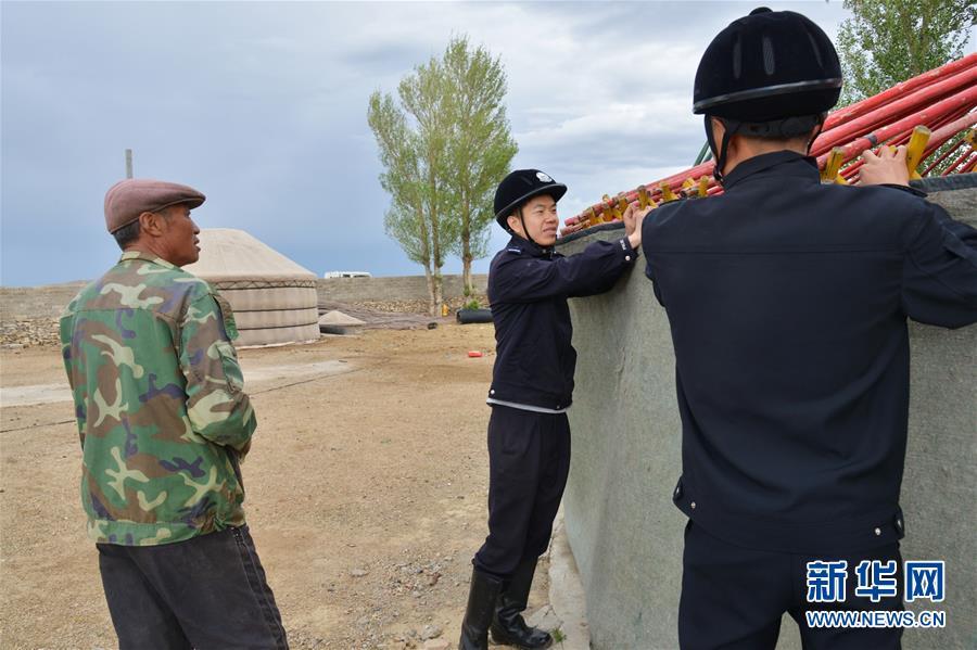 (社会)(3)草原骑警队:铁路沿线守卫者